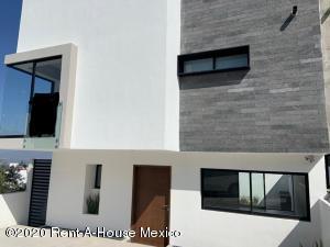 Casa En Ventaen El Marques, Zibata, Mexico, MX RAH: 21-1825