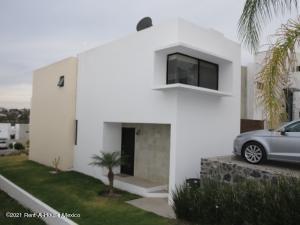 Casa En Rentaen Queretaro, Cumbres Del Lago, Mexico, MX RAH: 21-2011