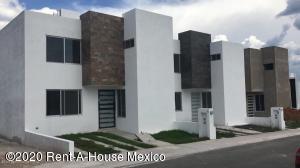 Casa En Rentaen Queretaro, El Mirador, Mexico, MX RAH: 21-2092
