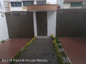 Casa En Ventaen Naucalpan De Juarez, Ciudad Satelite, Mexico, MX RAH: 21-2336