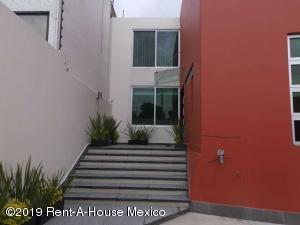 Casa En Ventaen Naucalpan De Juarez, Ciudad Satelite, Mexico, MX RAH: 21-2337