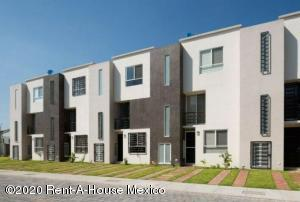 Casa En Ventaen Xochitepec, Fraccionamiento Santa Fe, Mexico, MX RAH: 21-2384