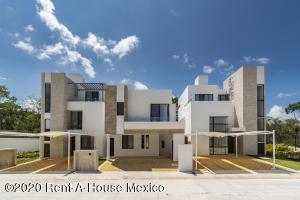 Casa En Ventaen Playa Del Carmen, The Fives, Mexico, MX RAH: 21-2385