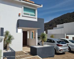 Casa En Rentaen Huimilpan, Cumbres Del Cimatario, Mexico, MX RAH: 21-2451