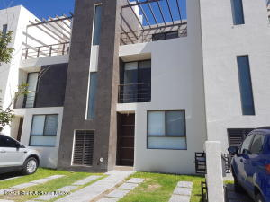 Casa En Rentaen Queretaro, El Mirador, Mexico, MX RAH: 21-2453