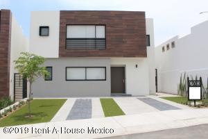 Casa En Ventaen El Marques, Zibata, Mexico, MX RAH: 21-2463