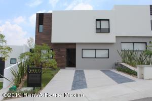Casa En Ventaen El Marques, Zibata, Mexico, MX RAH: 21-2465