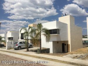 Casa En Rentaen Queretaro, Cumbres Del Lago, Mexico, MX RAH: 21-2478