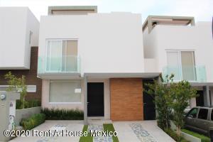 Casa En Ventaen El Marques, Zibata, Mexico, MX RAH: 21-2766