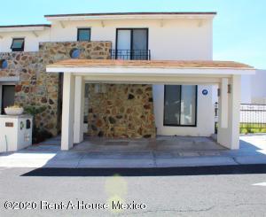 Casa En Ventaen El Marques, Zibata, Mexico, MX RAH: 21-2767
