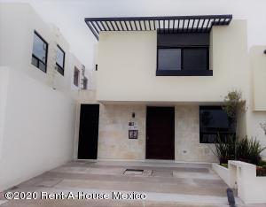 Casa En Ventaen El Marques, Zibata, Mexico, MX RAH: 21-2888