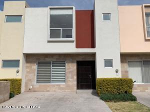 Casa En Rentaen Queretaro, Lomas Del Marques, Mexico, MX RAH: 21-2965