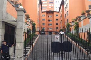 Departamento En Rentaen Huixquilucan, Jesus Del Monte, Mexico, MX RAH: 21-3108