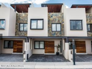 Casa En Ventaen Corregidora, Canadas Del Lago, Mexico, MX RAH: 21-3270