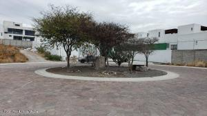 Terreno En Ventaen Corregidora, Canadas Del Lago, Mexico, MX RAH: 21-3341