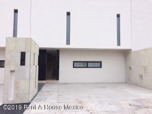 Casa En Rentaen El Marques, Zibata, Mexico, MX RAH: 21-3457