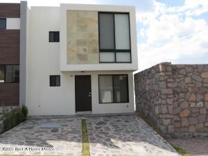 Casa En Ventaen El Marques, Zibata, Mexico, MX RAH: 21-3465