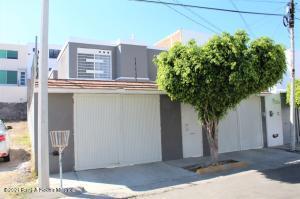 Casa En Ventaen Queretaro, Cimatario, Mexico, MX RAH: 21-3528