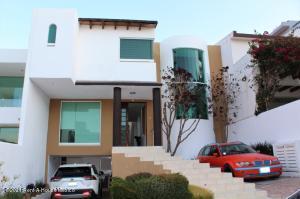Casa En Ventaen Huimilpan, Cumbres Del Cimatario, Mexico, MX RAH: 21-3529