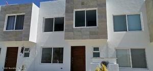 Casa En Ventaen Corregidora, El Pueblito, Mexico, MX RAH: 21-3653
