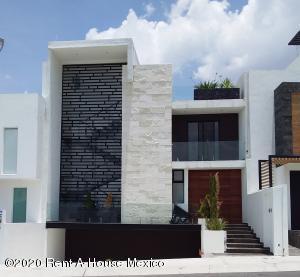 Casa En Ventaen El Marques, Zibata, Mexico, MX RAH: 21-3763