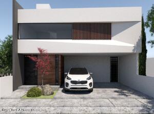 Casa En Ventaen El Marques, Zibata, Mexico, MX RAH: 21-3822