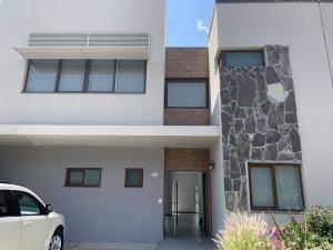 Casa En Rentaen Queretaro, Altozano, Mexico, MX RAH: 21-3403