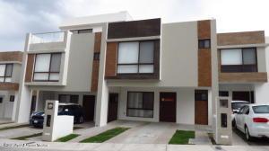 Casa En Rentaen El Marques, Zibata, Mexico, MX RAH: 21-3834