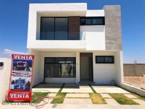 Casa En Ventaen El Marques, Capital Sur, Mexico, MX RAH: 21-3848