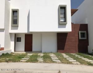 Casa En Ventaen Corregidora, Canadas Del Lago, Mexico, MX RAH: 21-3867