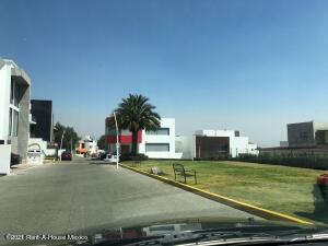 Terreno En Ventaen Atizapan De Zaragoza, Los Cajones, Mexico, MX RAH: 21-3868