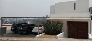 Casa En Rentaen Huixquilucan, Bosque Real, Mexico, MX RAH: 21-3916