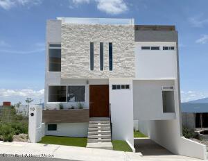 Casa En Ventaen El Marques, Zibata, Mexico, MX RAH: 21-3981
