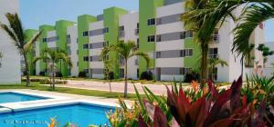 Departamento En Ventaen Acapulco, Ejido Plan De Los Amantes, Mexico, MX RAH: 21-4011