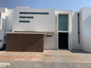 Casa En Rentaen Queretaro, El Mirador, Mexico, MX RAH: 21-4091
