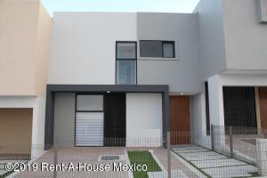 Casa En Ventaen El Marques, Zibata, Mexico, MX RAH: 21-4117