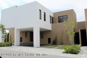 Casa En Ventaen El Marques, Zibata, Mexico, MX RAH: 21-4308