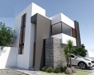 Casa En Ventaen El Marques, Zibata, Mexico, MX RAH: 21-4420