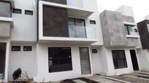 Casa En Ventaen Queretaro, San Isidro Juriquilla, Mexico, MX RAH: 21-4478