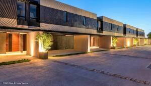 Casa En Ventaen Merida, Temozon Norte, Mexico, MX RAH: 21-4840