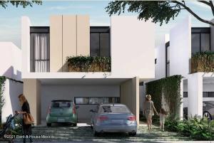 Casa En Ventaen Merida, Cholul, Mexico, MX RAH: 21-4853