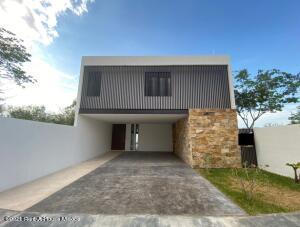 Casa En Ventaen Merida, Xcanatun, Mexico, MX RAH: 21-5019