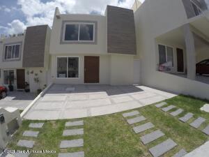 Casa En Rentaen El Marques, Zibata, Mexico, MX RAH: 21-5104