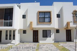 Casa En Rentaen El Marques, Zibata, Mexico, MX RAH: 21-5115