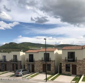 Casa En Rentaen El Marques, Capital Sur, Mexico, MX RAH: 22-44
