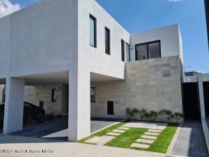 Casa En Rentaen El Marques, Zibata, Mexico, MX RAH: 22-55