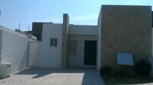 Casa En Rentaen Queretaro, Cumbres Del Lago, Mexico, MX RAH: 22-159