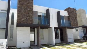 Casa En Rentaen Queretaro, San Isidro Juriquilla, Mexico, MX RAH: 22-353