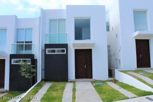 Casa En Rentaen El Marques, Zibata, Mexico, MX RAH: 22-409