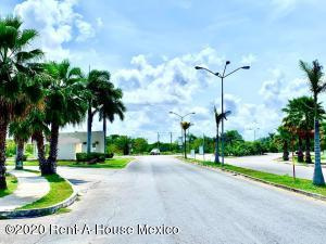 Terreno En Ventaen Merida, Real Montejo, Mexico, MX RAH: 22-433